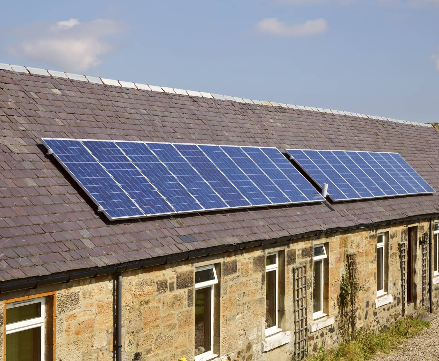 iStock_000022180748_Medium Nonprofits Launch Low-Income Solar Policy Guide