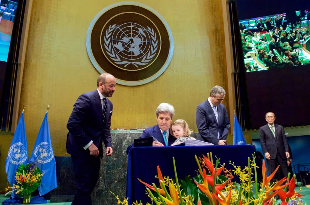 kerry World Leaders Celebrate Earth Day By Signing Paris Agreement