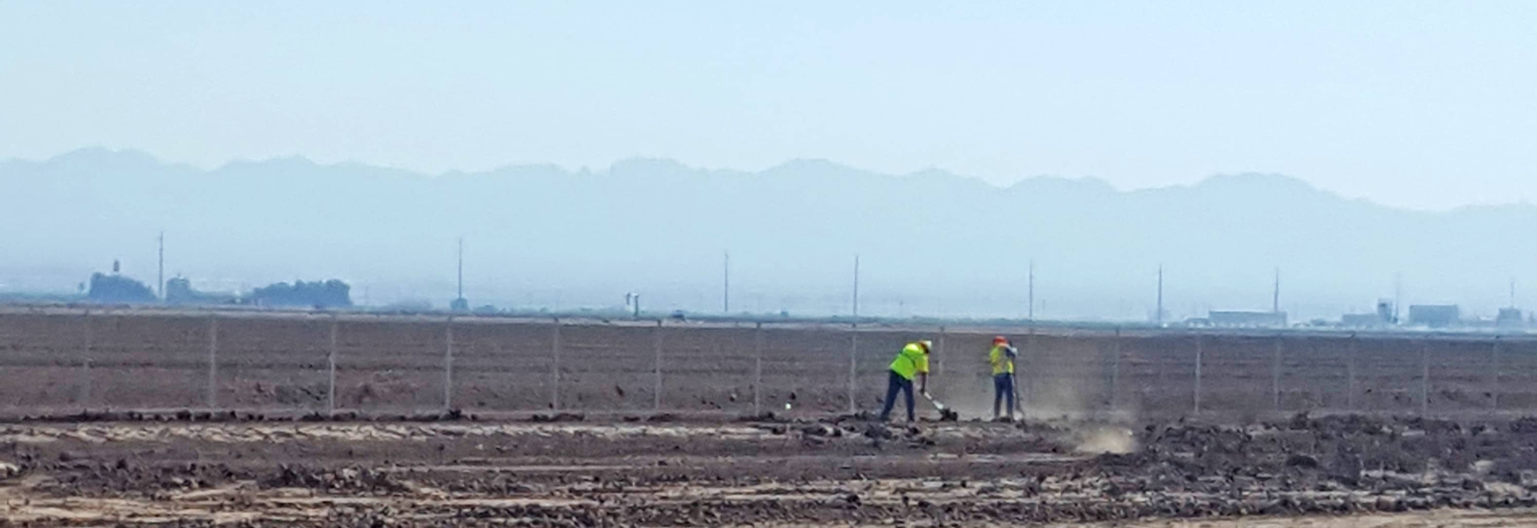Solar_Frontier_Americas_Midway_I_Project_Workers_Prepare_The_Site_For_Installation_Of_The_Perimeter_Safety_Fence Solar Frontier Kicks Off Construction Of 107 MW SoCal Projects