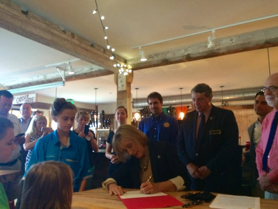 new-hampshire Gov. Hassan Signs NEM Bill At Solar-Powered Brewery