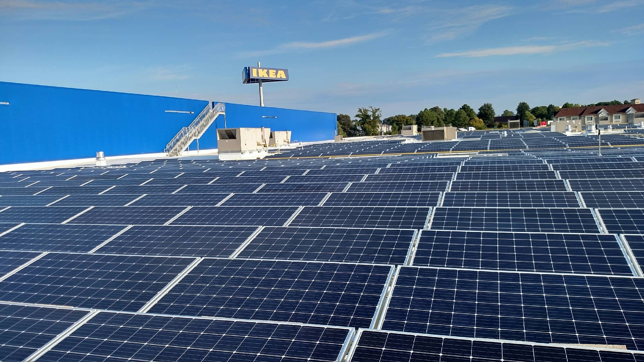 Installation_of_solar_panels_complete_atop_Future_IKEA_Memphis_-_hi IKEA Finishes Tennessee's Biggest Rooftop Solar Array