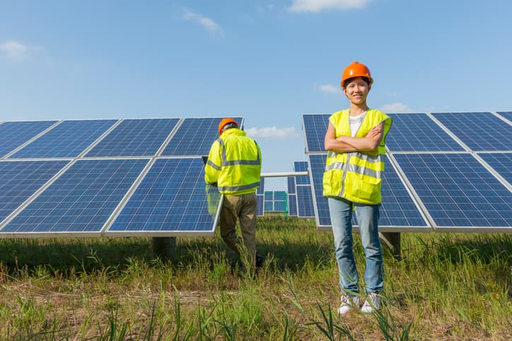 iStock-534719109 U.S. Solar Employment Jumped 25% In 2016, Says DOE Study