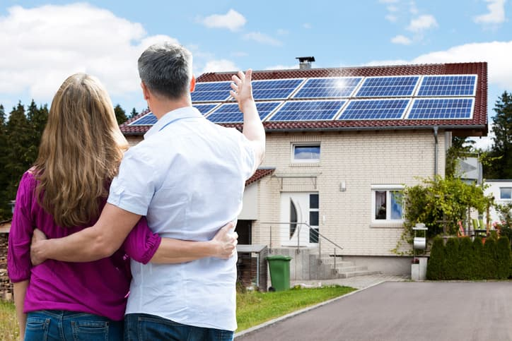 iStock-625892396 SEIA Offers Universal Disclosure Form For Home Solar Buys