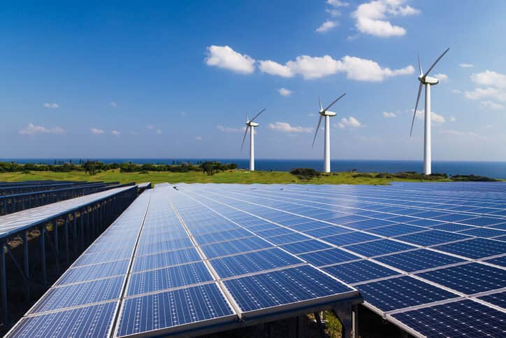 iStock-586163548 IRENA: Solar Outpaced Wind During Banner Year For Renewables