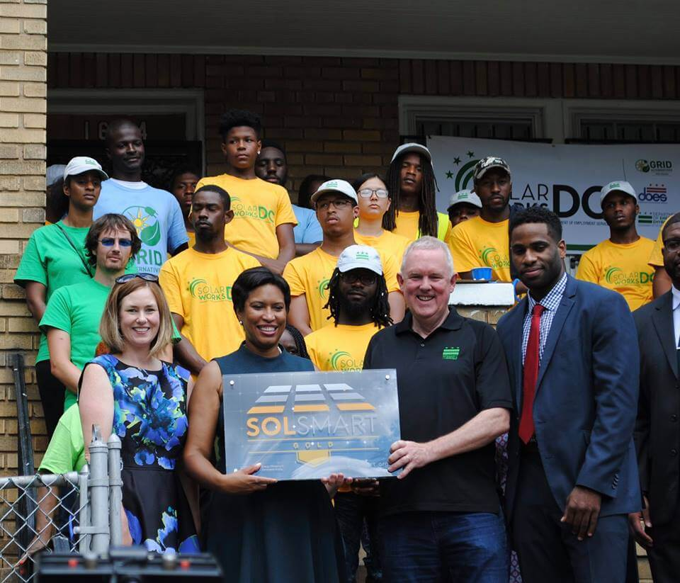 SOLAR-FOUNDATION D.C. Mayor Kicks Off Low-Income Solar Program, Accepts SolSmart Award
