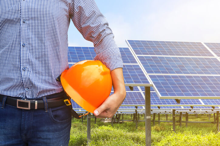 iStock-601141136 EIA: Solar And Wind Farm Construction Costs Fell In Recent Years