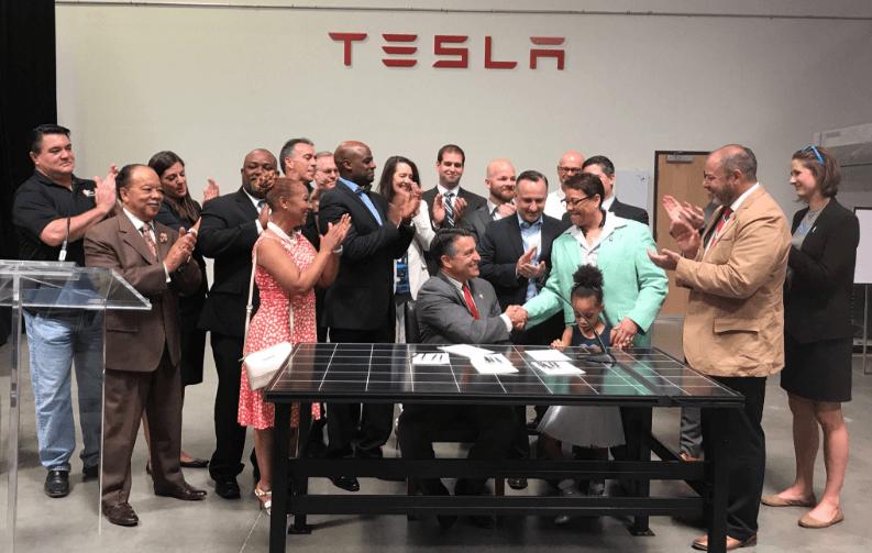 Nevada Nevada Governor Signs Bill To Restore Rooftop Solar Market
